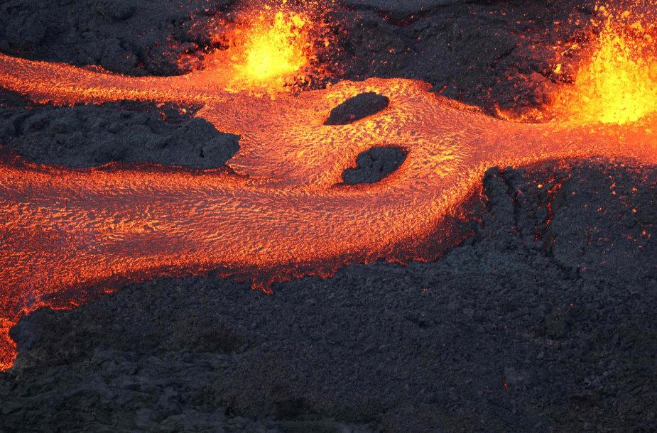 Prancūzijos Reunjono saloje išsiveržė ugnikalnis