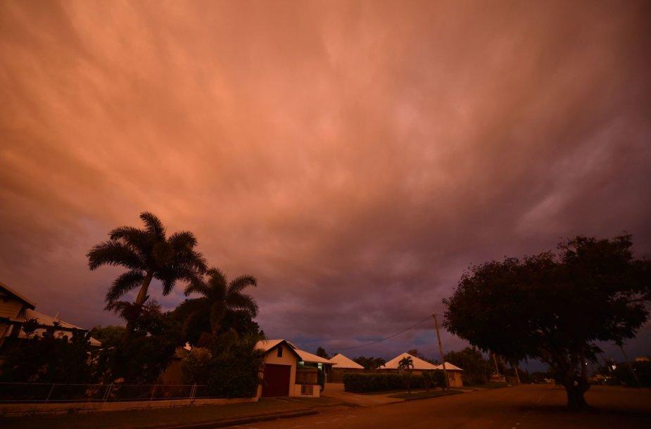 Australijos šiaurės rytinę pakrantę talžo galingas ciklonas Debė