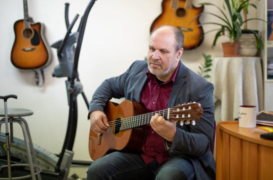 Gitaros mokytojas Gintaras Jakelis