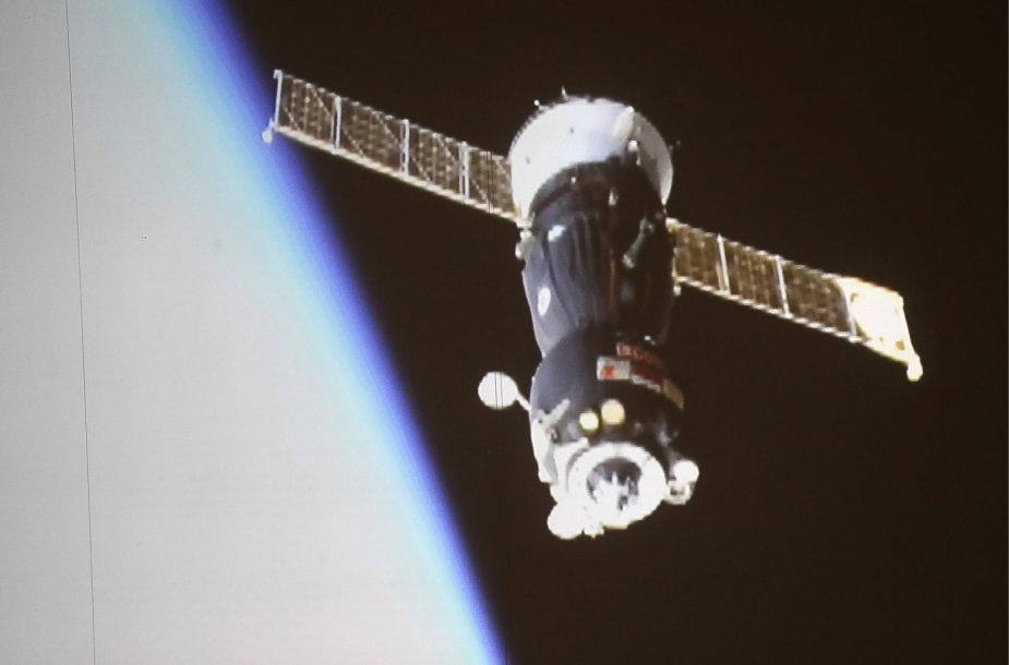 """Nuo TKS atsiskyrusi """"Soyuz MS-12"""" kapsulė"""