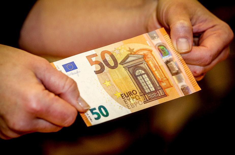 Lietuvos banke pristatytas naujas 50 eurų nominalo banknotas