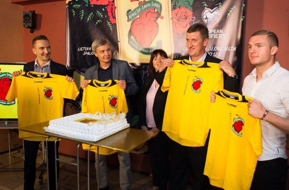 "Pristatytas projektas: ""Atnešk savo širdį"". Futbolas: Lietuva - Estija/Slovėnija."