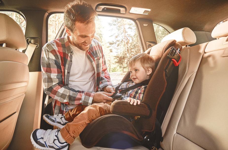 Vaikas automobilyje