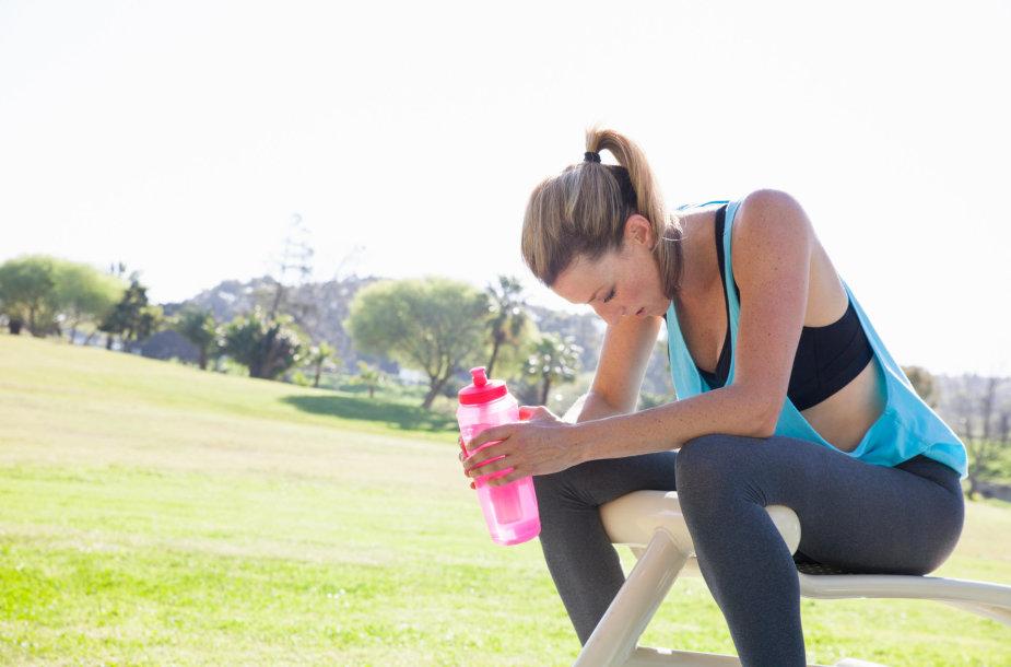 Pavargusi moteris po treniruotės