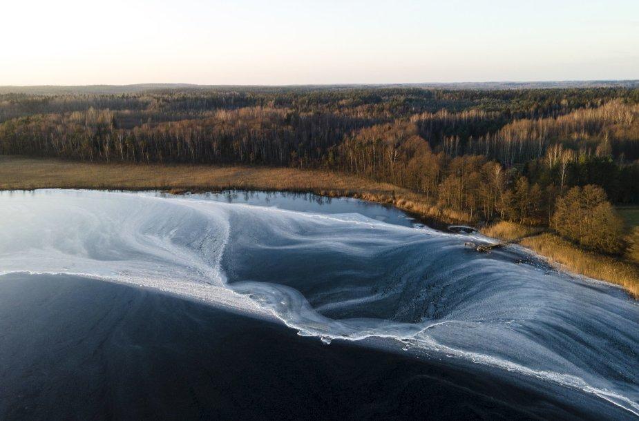 Vadokšno ežere – lyg povandeninis krioklys