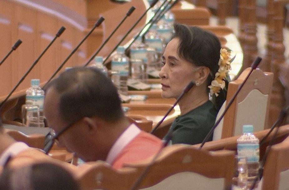Mianmaro prezidentu išrinktas Aung San Suu Kyi artimas patikėtinis