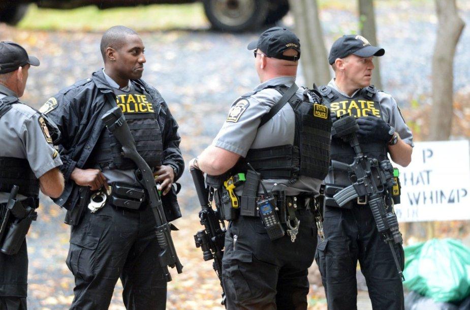 JAV policija per Erico Matthew Freino paieškas