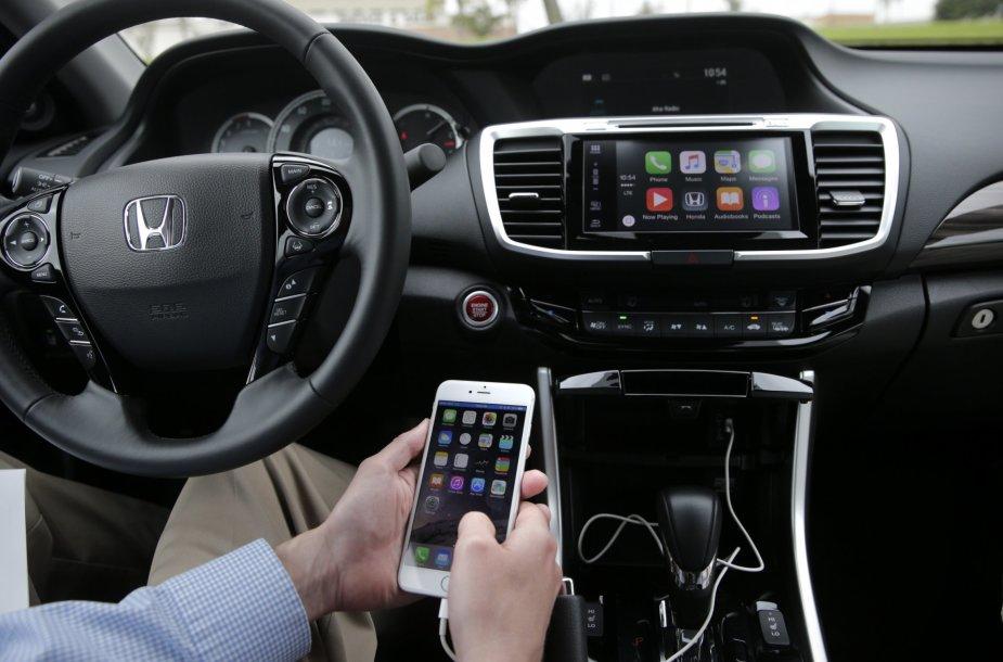 """""""Apple"""" Carplay automobilyje (asociatyvi nuotr.)"""