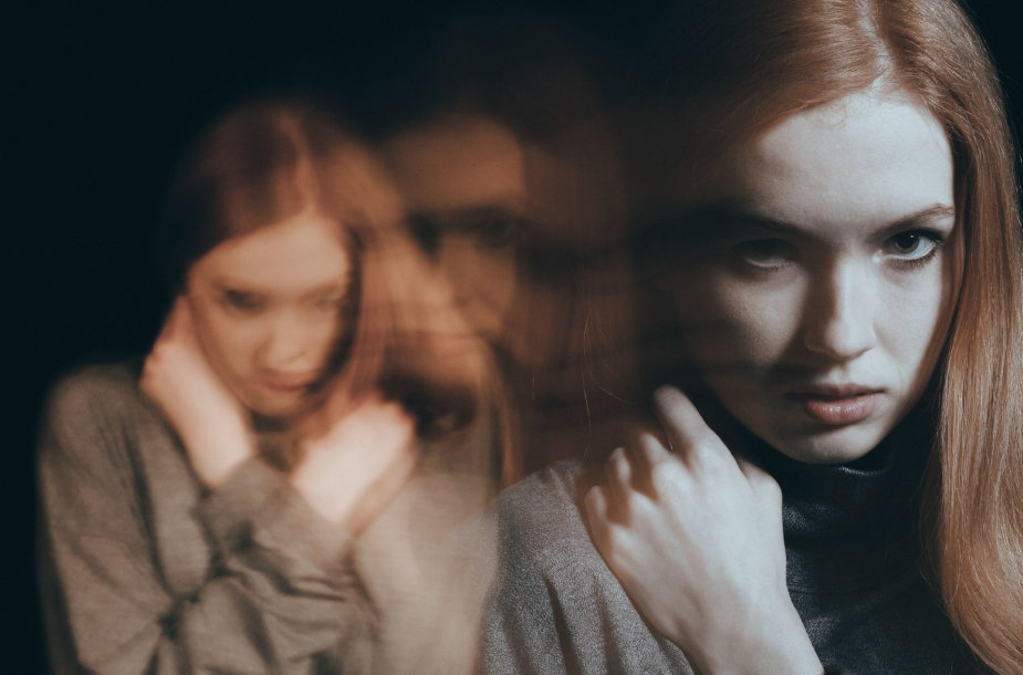 Smurtą patirianti moteris