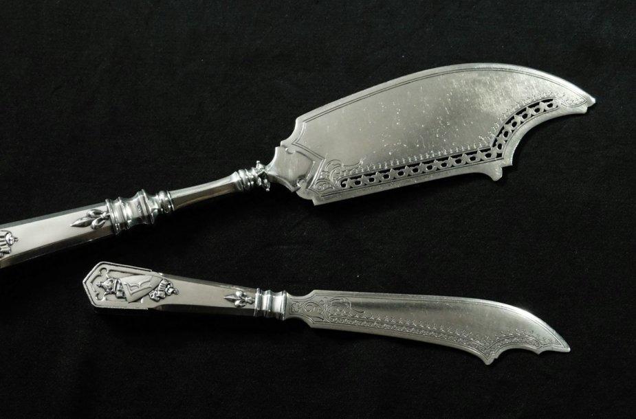 """Prarasti """"Faberge"""" sidabriniai peiliai netikėtai rasti Lenkijoje"""