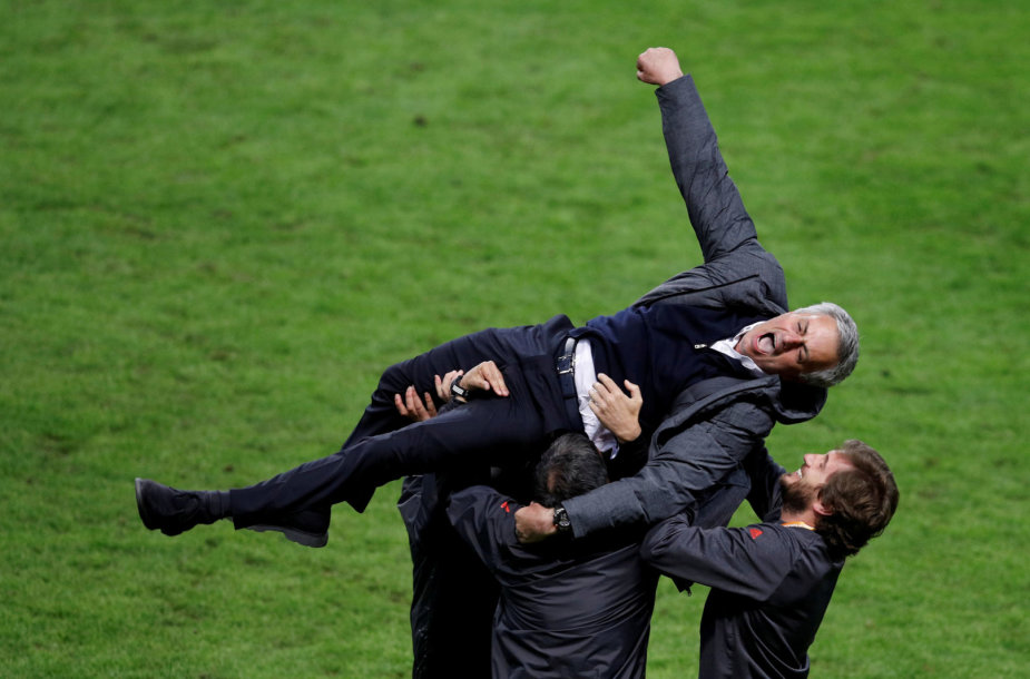 Jose Mourinho švenčia pergalę Stokholme
