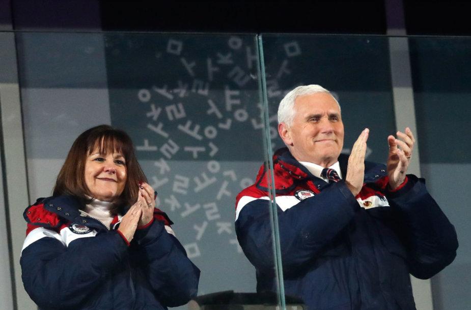 Mike'as Pence'as su žmona Karren Pjongčange
