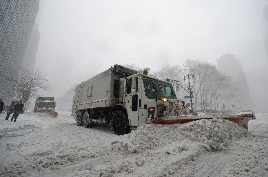 Sniego audra užgriuvo rytinę JAV pakrantę.