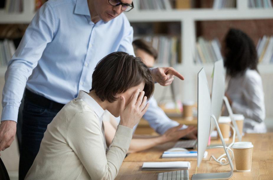 Darbe patiriamas psichologinis smurtas