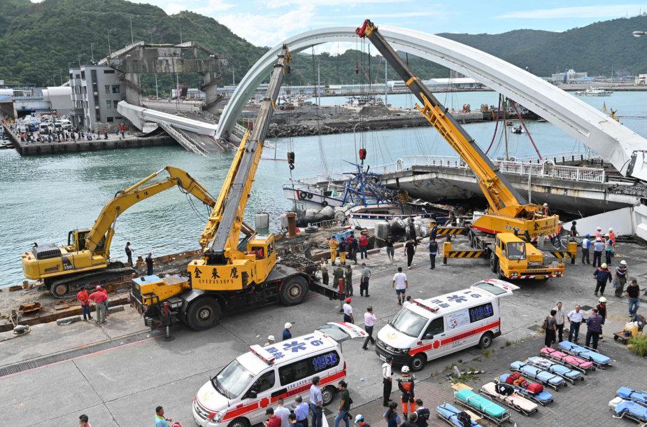 Taivane sugriuvo tiltas