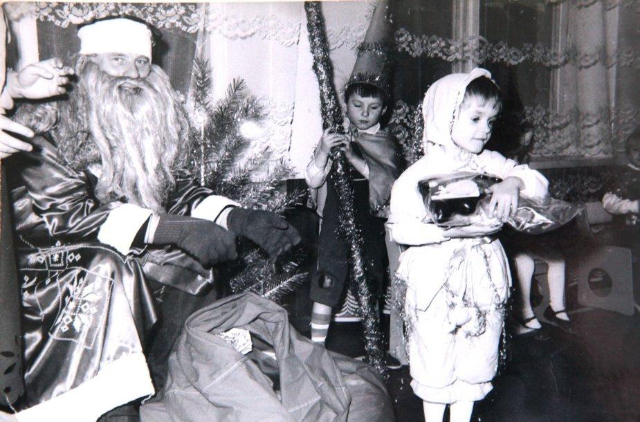 5-erių Edvardas Žičkus darželio Naujų metų šventėje vilkėjo zuikio kostiumą