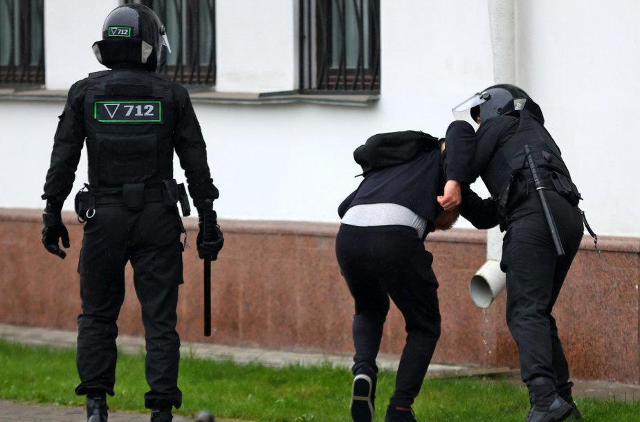 Baltarusijos milicija sulaiko protestuotojus.