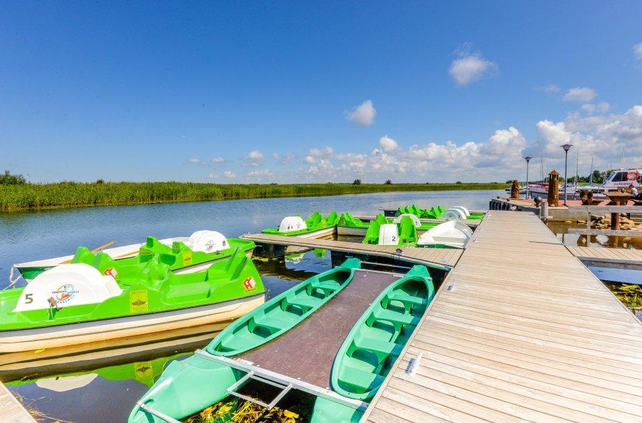 Vandens dviračiai ir valtys