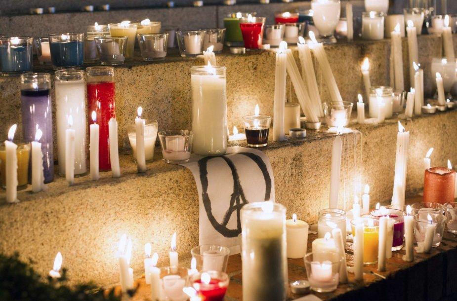 Pasaulis gedi teroro išpuolio aukų