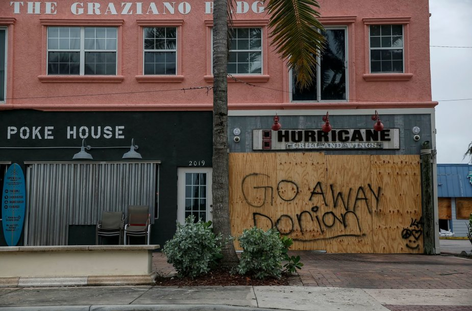 Dėl uragano Dorian evakuojami JAV pakrančių gyventojai