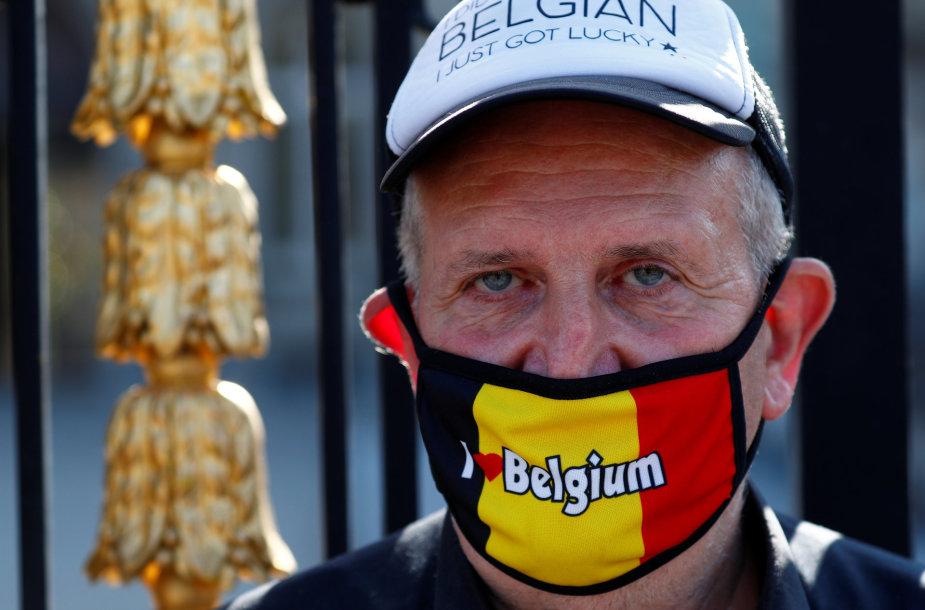 Vyras su kauke Briuselyje
