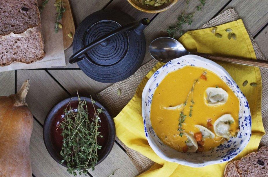 """""""Varenikai"""" Kijevo restoranuose  dažnai patiekiami sriuboje"""