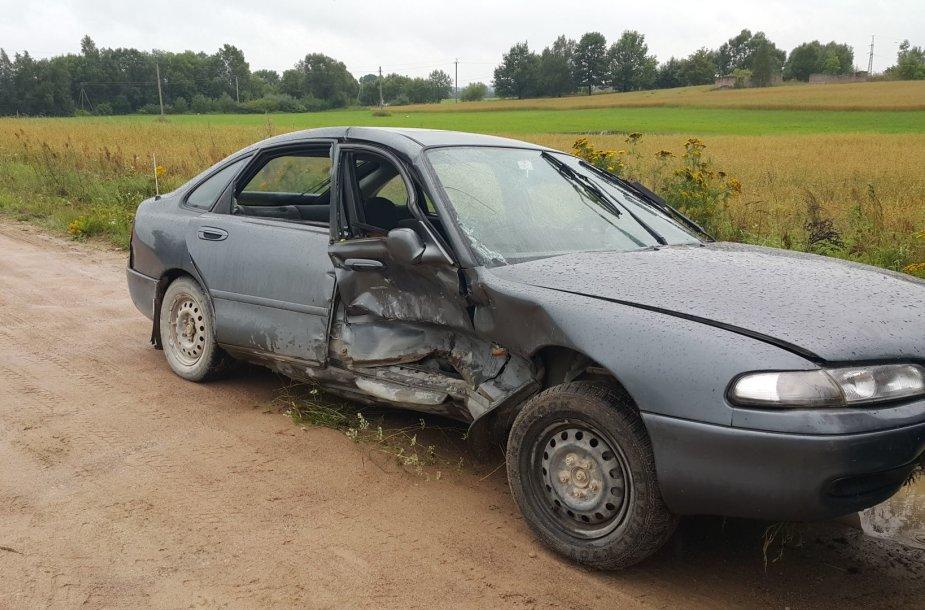 """Avarija Šilalės rajone: susidūrė """"Mazda"""" ir """"Volvo"""""""
