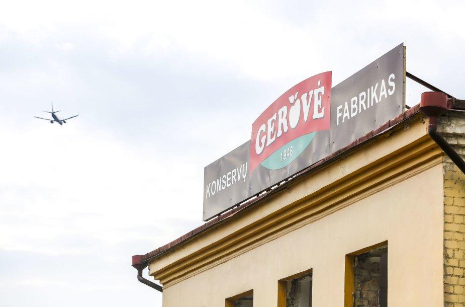 """Griaunamas """"Gerovės"""" fabrikas Vilniuje, jo vietoje iškils didžiulė """"Rimi"""""""