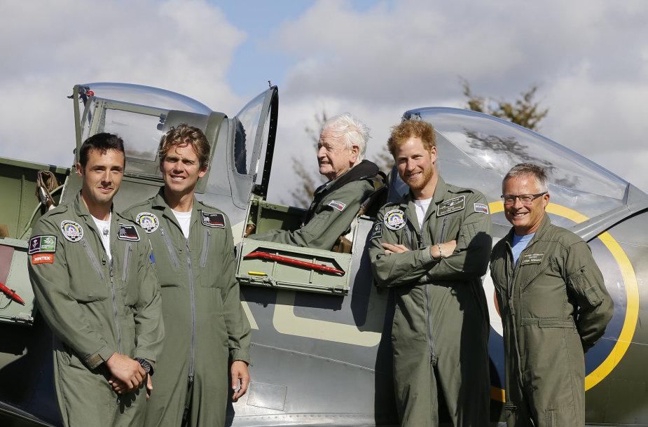 Princas Harry pagerbė Antrajame pasauliniame kare dalyvavusius pilotus.