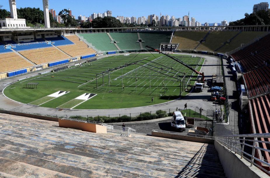 """San Paulo """"Pacaembu"""" stadionas taps ligonine nuo COVID-19 gydomiems pacientams."""