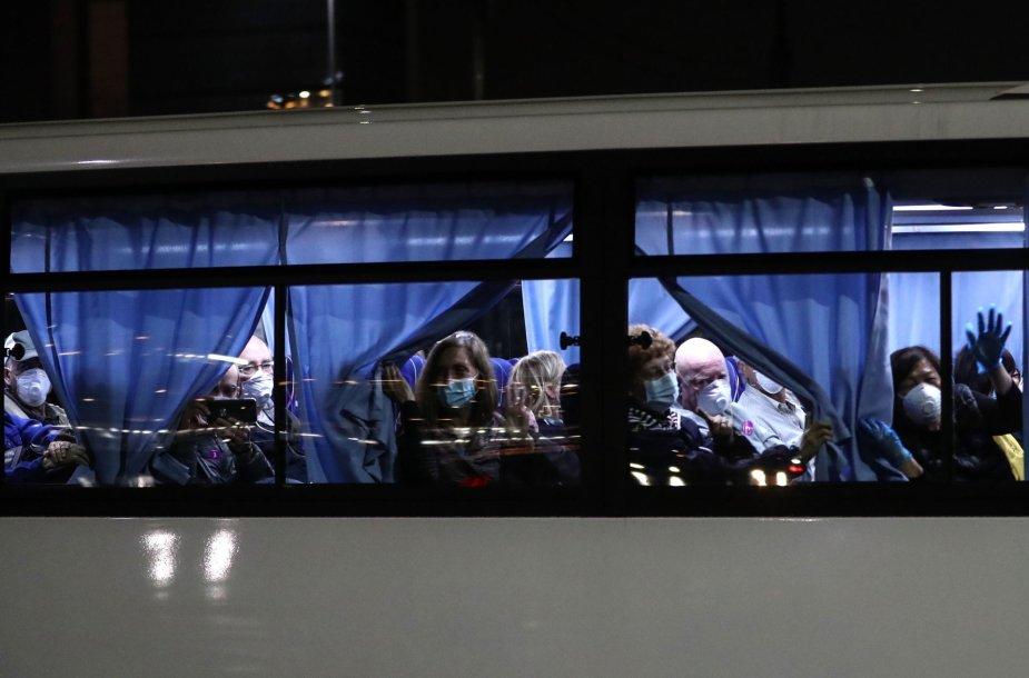 """JAV evakavo savo piliečius iš """"Diamond Princess"""" kruizinio laivo"""