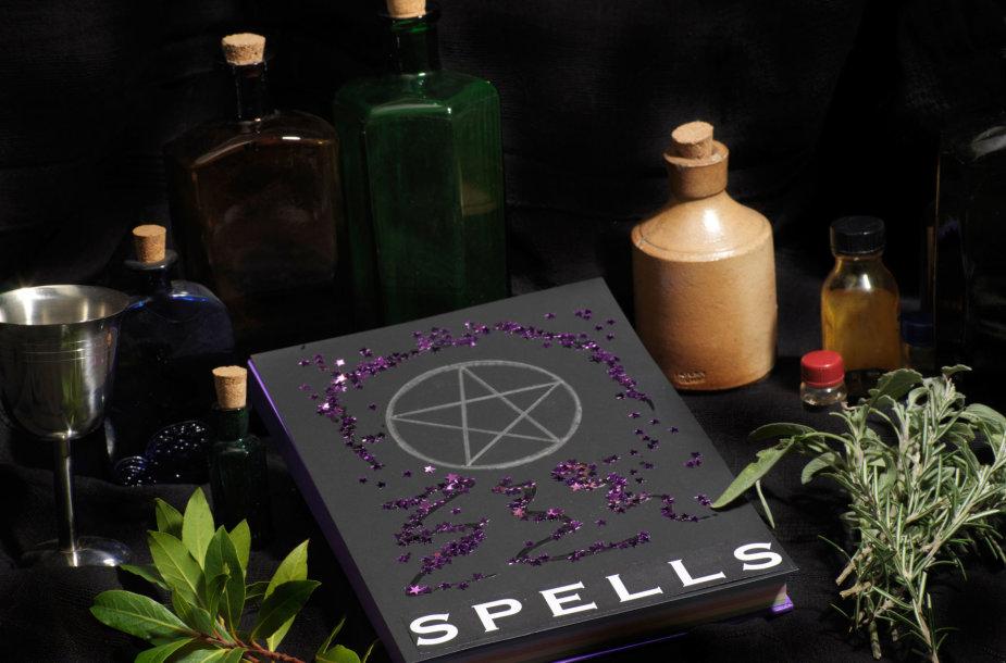 Wicca burtažodžių knyga