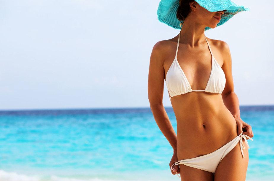 Baltas maudymosi kostiumėlis
