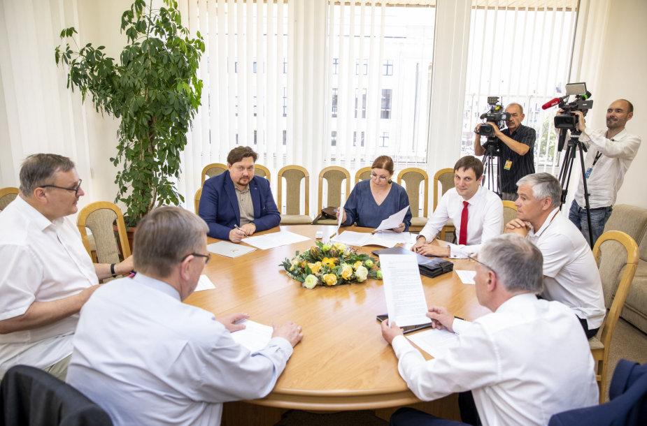 Derybos dėl valdančiosios koalicijos Seime