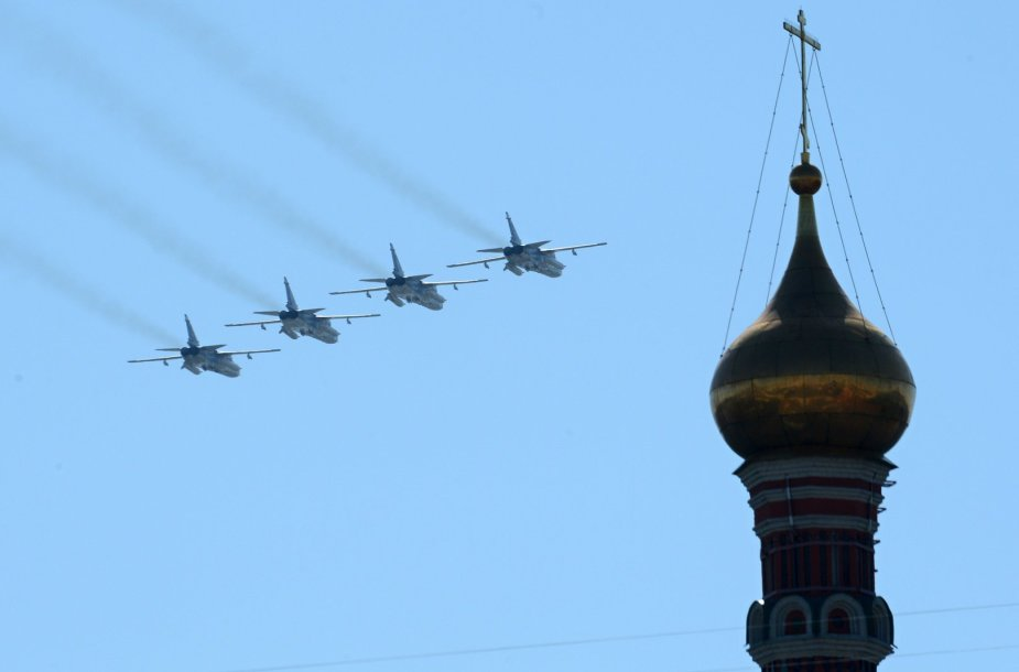 Šturmo lėktuvai Sukhoi Su – 24 virš Kremliaus