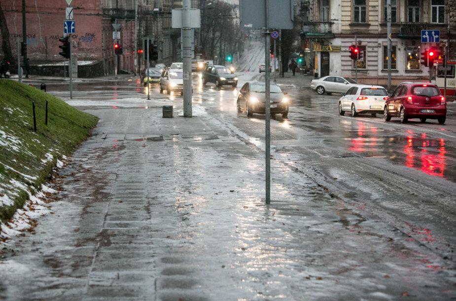 Vilniuje ketvirtadienio rytą labai slidu