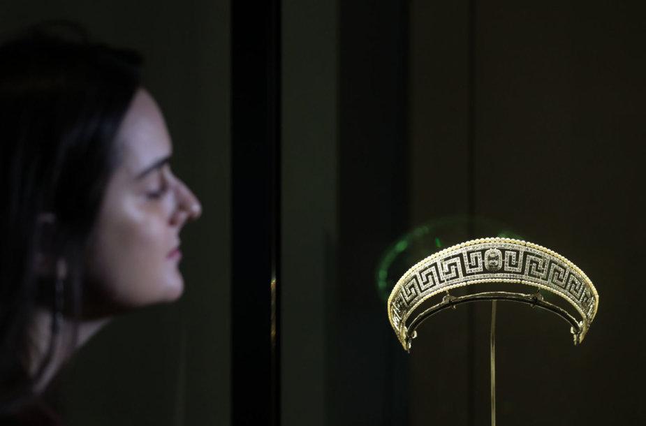 """Cartier"""" tiara, surasta laive """"Lusitania"""", nuskendusiame 1915 metais"""