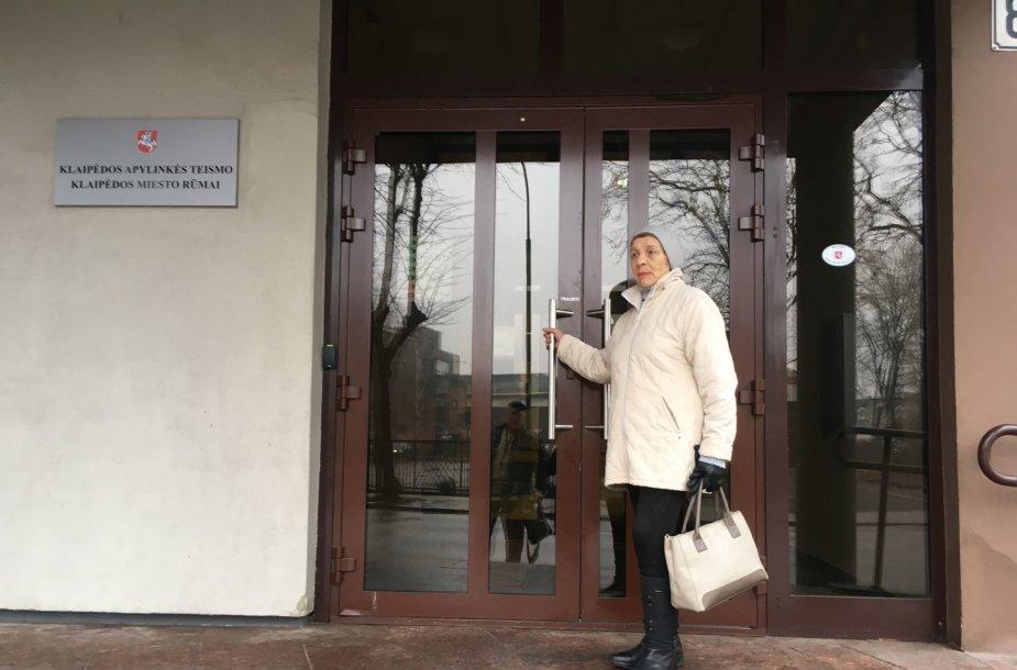 Aštuoniasdešimtmetė Ramutė Mockienė po sūnaus mirties priversta minti Klaipėdos miesto apylinkės teismo slenkstį.