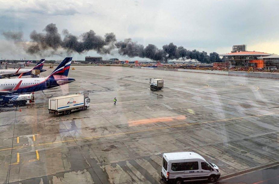 Maskvos Šeremetjevo oro uoste avariniu būdu nusileido keleivinis laineris