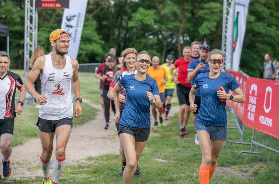 100 km bekelės taką aplink Vilnių išbandė ir olimpiečiai: Brigita Virbalytė (viduryje) bei Vaida Žūsinaitė.