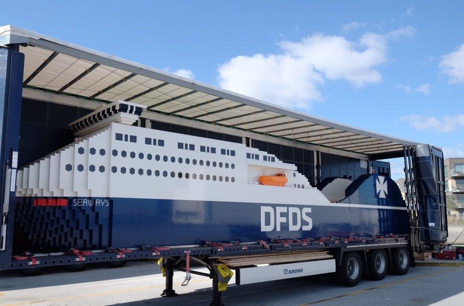 """DFDS laivas iš """"Lego"""" kaladėlių pirmiausiai pristatytas Kopenhagoje. Ten jam iškilmingai suteiktas """"Jubilee Lego"""" vardas."""