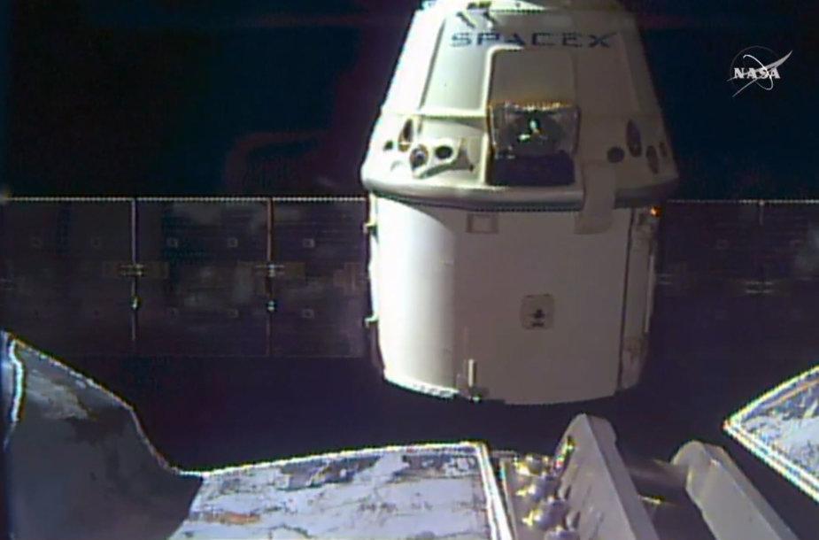 """Kosminės kapsulės """"Dragon"""" atsijungimas nuo TKS 2016 m. rugpjūčio 26 d."""