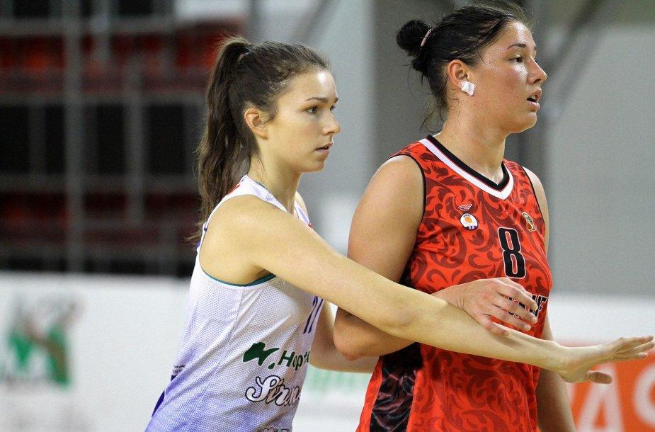 Darija Zavidna (dešinėje) sustiprino Kauno ekipos gynėjų grandį.