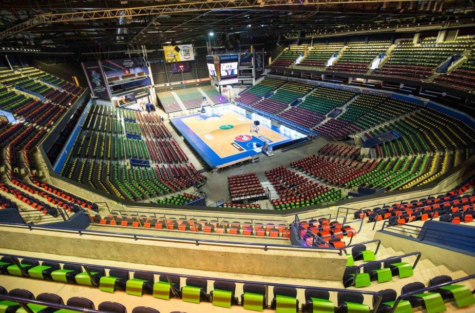 """""""Siemens"""" arena nušvis trispalvės spalvomis"""