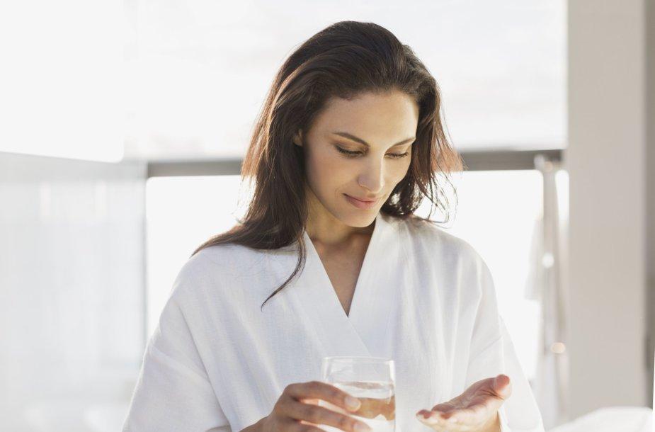 Moteris geria vitaminus