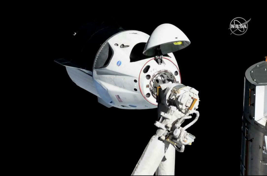 """SpaceX"" kapsulė ""Crew Dragon"""