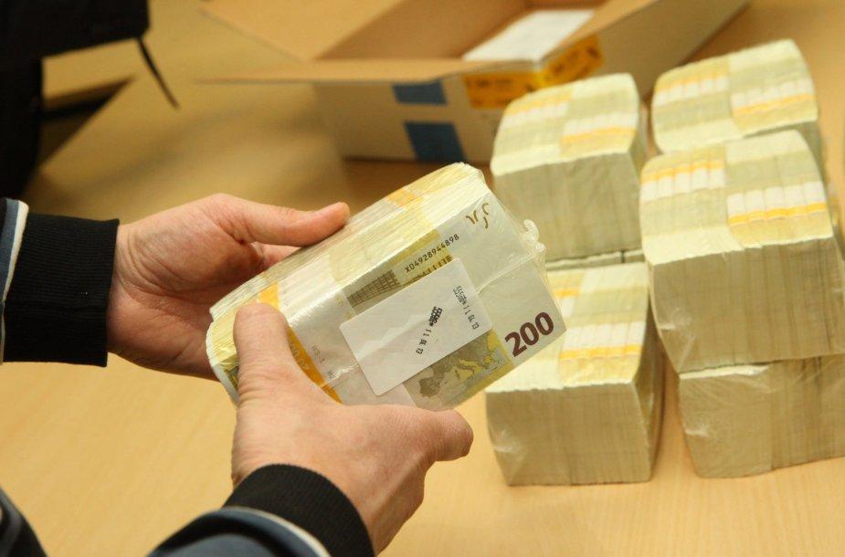 Į Vilnių atvežta euro banknotų siunta