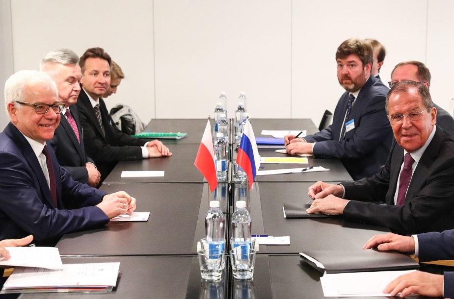 Jacekas Czaputowiczius ir Sergejus Lavrovas