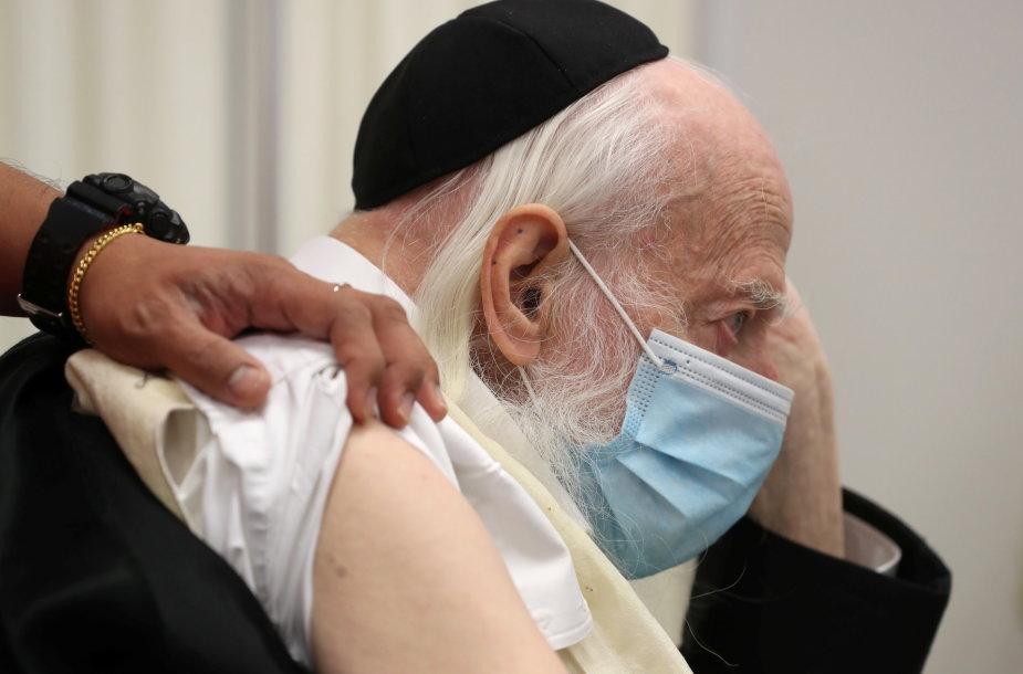Izraelyje jau skiepijama nuo koronaviruso