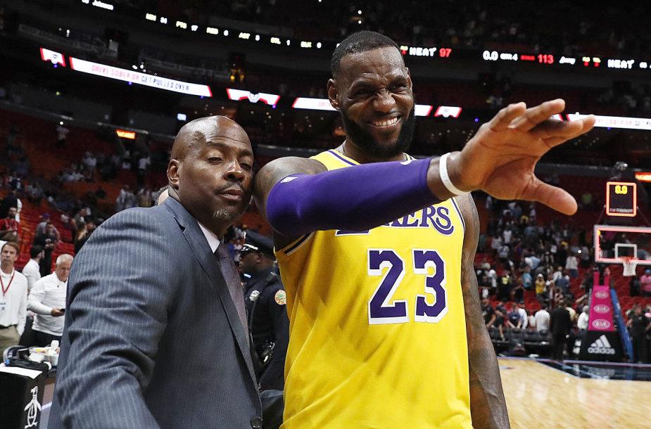 """L.Jamesas pelnė 51 tašką, o """"Lakers"""" įveikė """"Miami Heat"""" komandą."""